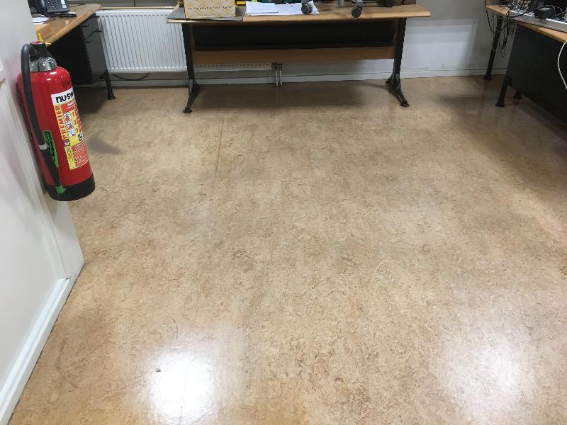 Na reiniging linoleum vloer