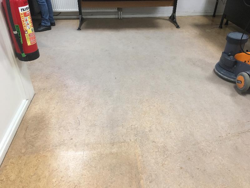 Voor reiniging linoleum vloer