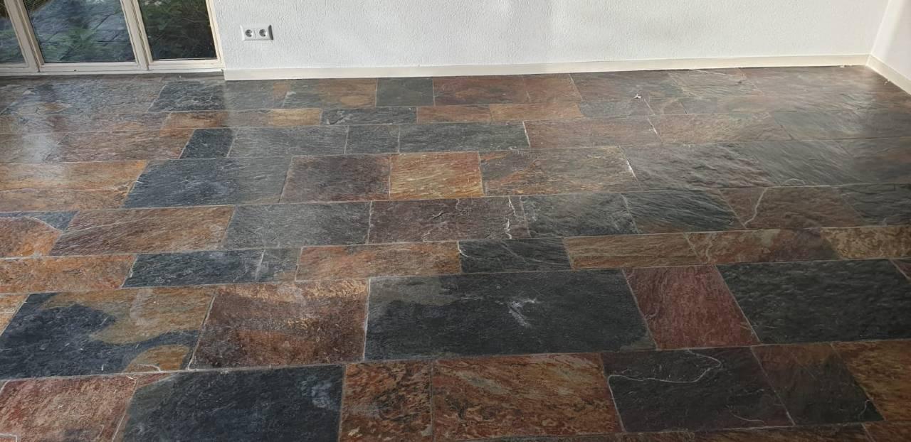 Leisteen vloer voor reiniging
