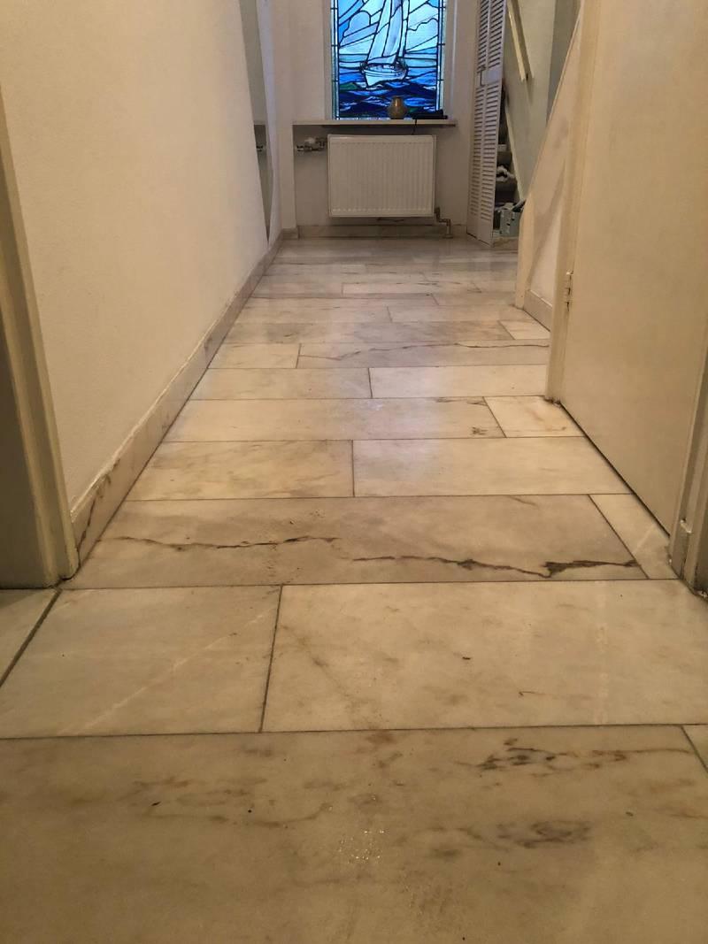 Marmer vloer gang voor reiniging